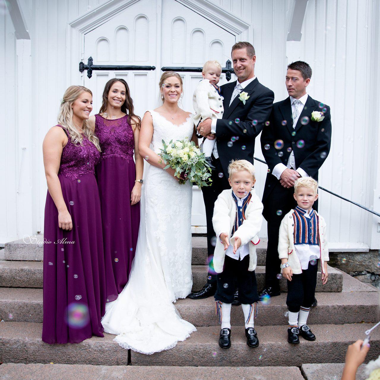 brudepar-forlover-brudesvenner-fotograf-studioalma
