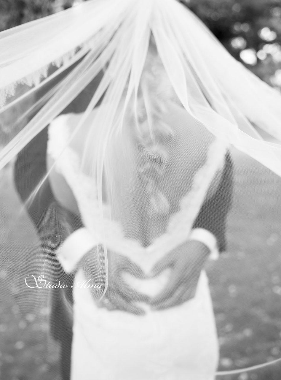 brudepar-slør-fotograf-studioalma
