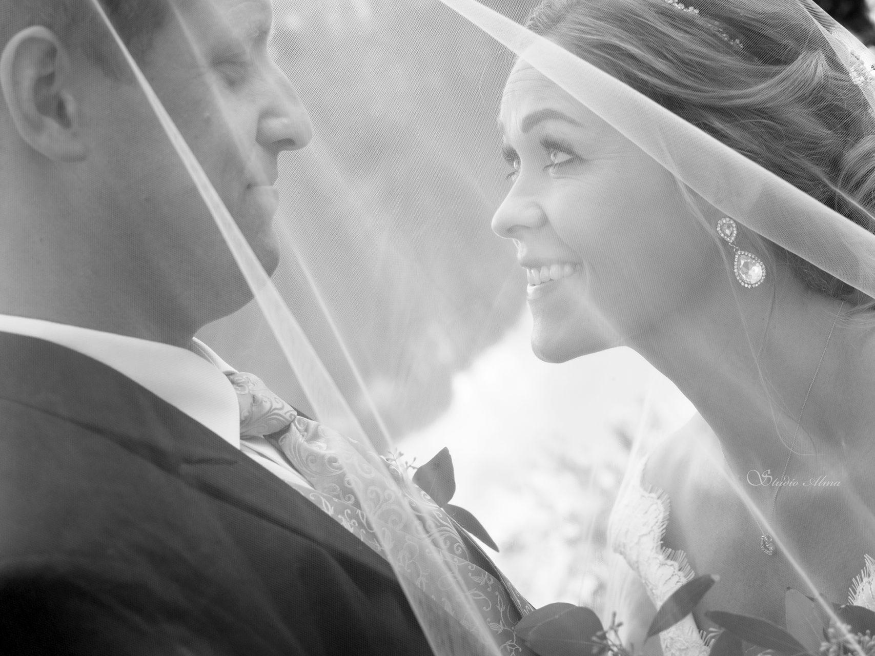 brudepar-slørkyss-fotograf-studioalma