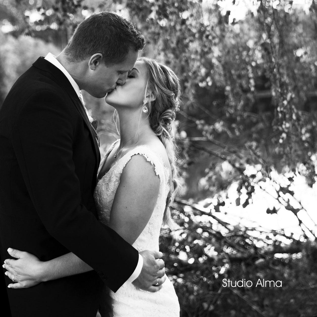 brudepar-studioalma-kiss-fotograf