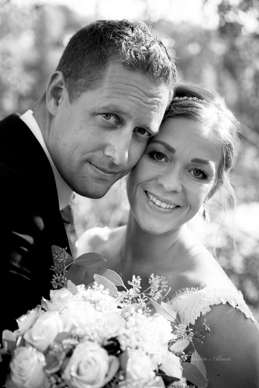 bryllup-brudepar-sorthvitt-studioalma