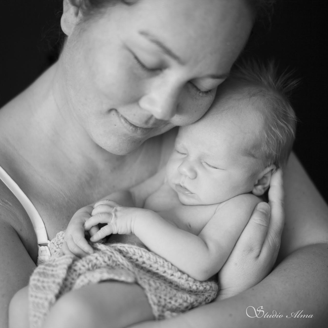 morbarn-studioalma-nyfødt