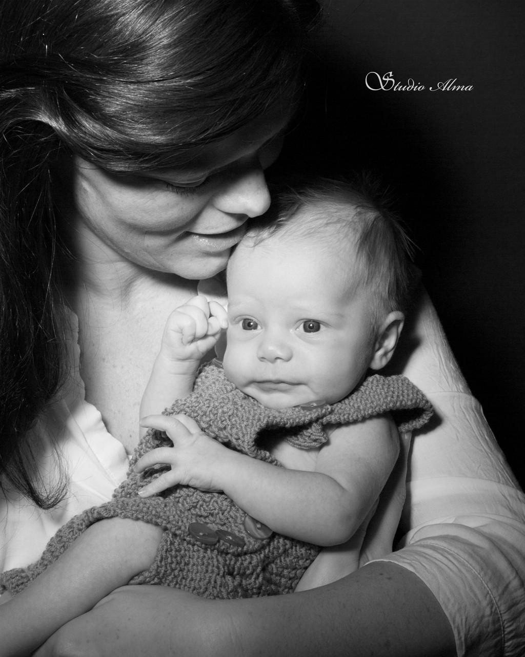 nyfødt-morbarn-studioalma-mathilde