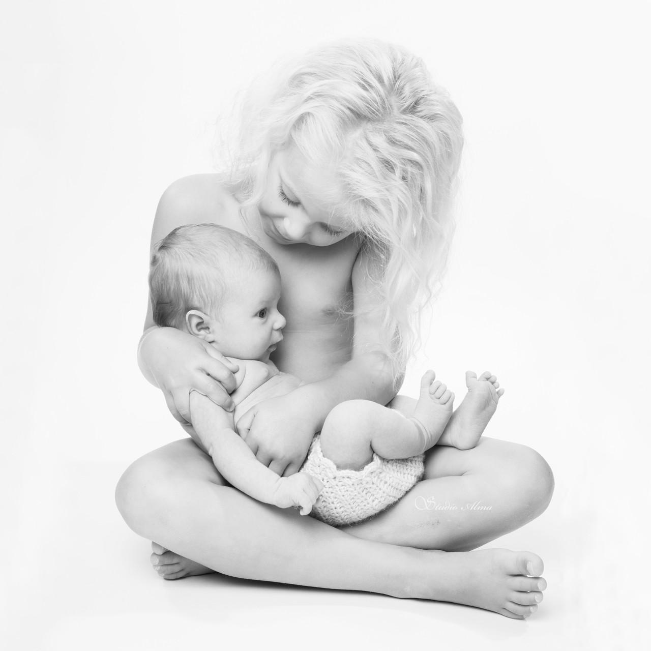 søstre-studioalma-lillesøster-nyfødt