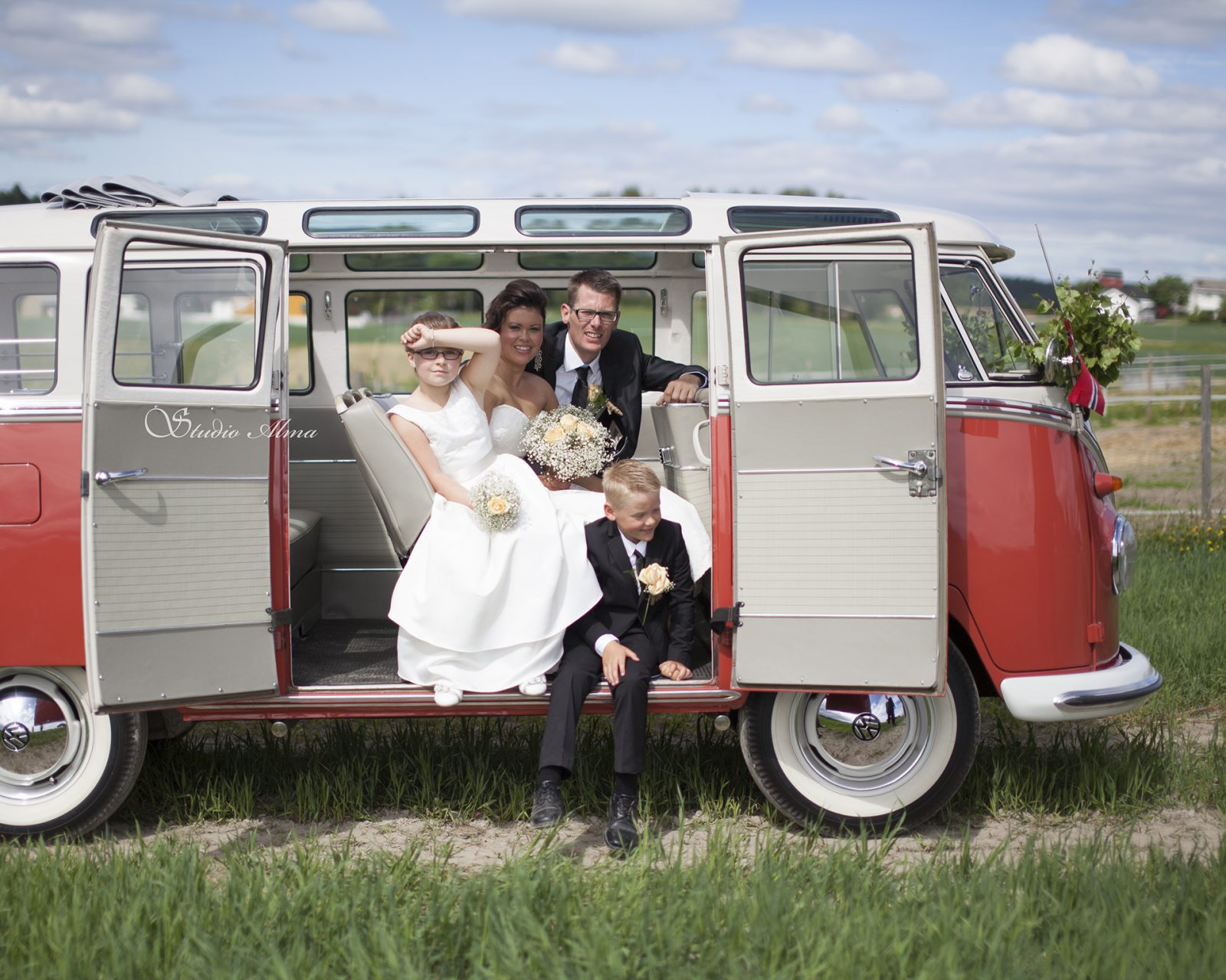weddingday-studioalma-bryllup-weddingcar